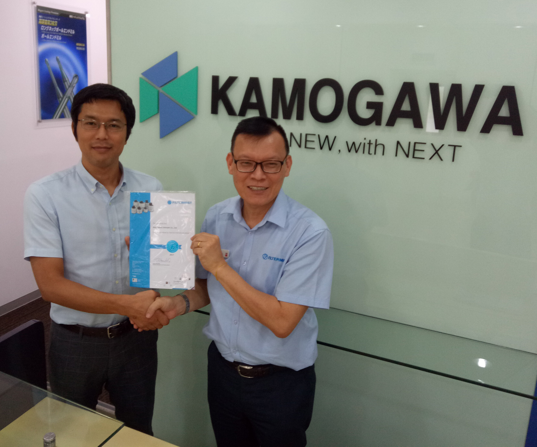 Mr Nakauchi, President of Kamogawa Vietnam, receives the company's official 'Filtermist Distributor' certificate from Desmond Teo